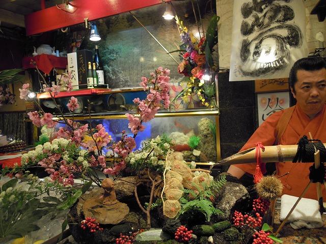 DSCN2139カウンターの花.jpg